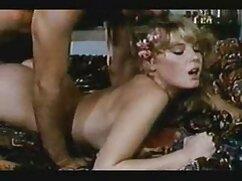 قرار دادن یک زن در یک کلاه در حالی که فیلمبرداری انجمن در دانلود فیلم سینمایی سکسی دوبله ساحل,